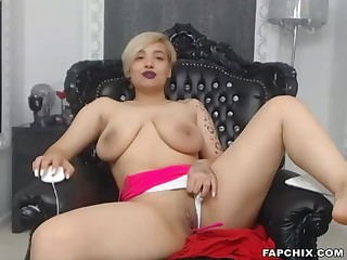 Naughty Broad in the beam Boobs Blonde Rubs Say no to Close-fisted Cunt For You