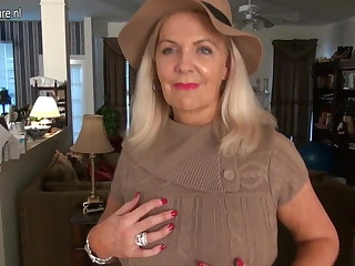 Stale American mature mom connected with hot sexy body