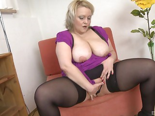 Busty BBW squeezes her tits while drilling her wet pussy