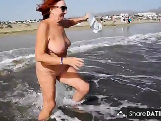 Full-grown woman shows her charms in along to dunes
