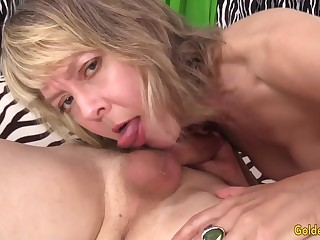 GILF Jamie Foster Has Will not hear of Pussy Plowed