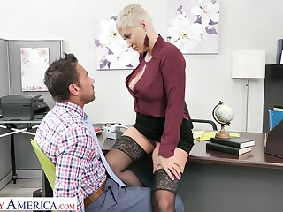 Killing hot female boss Ryan Keely gets her pussy domesticated plus fucked at the end of one's tether new employee Johnny Castle