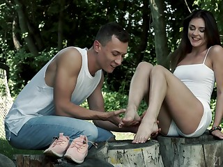 Cum hungry whore Alya Stark with a foot fetish receives cumshot