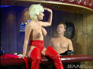 Blonde slut Nena Anderson drops her clothes to have passionate sex