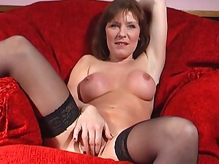 Mature slut Wendy Taylor opens her legs to gouge out her be captivated by crevice
