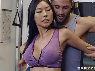 Intimate moments between Asian babe Honey Moon together with her fitness instructor